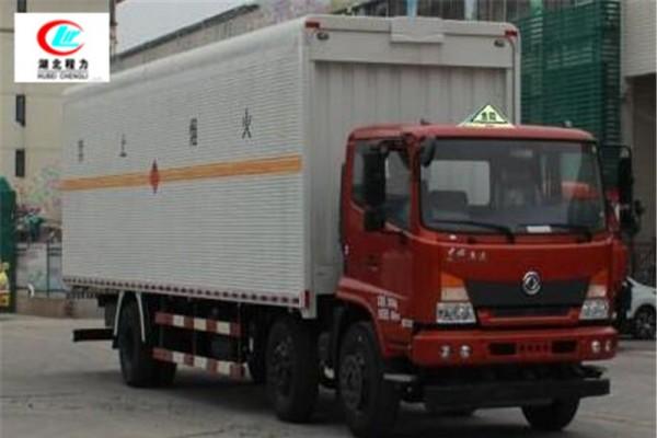 东风前四后四9.6米易燃液体厢式运输车【三类】