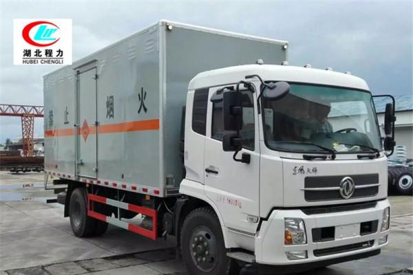东风天锦6.6米易燃液体厢式运输车【三类】
