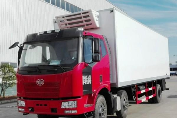 (厢长7.7米)解放J6L小三轴冷藏车